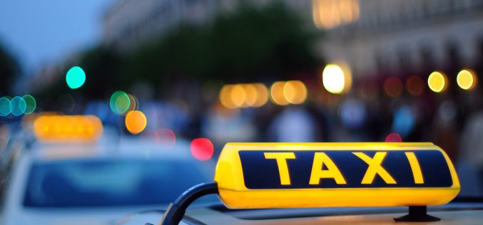 Шымкентте саңырау әрі мылқау такси жүргізушісі адамдарды тегін тасып жүр (фото)