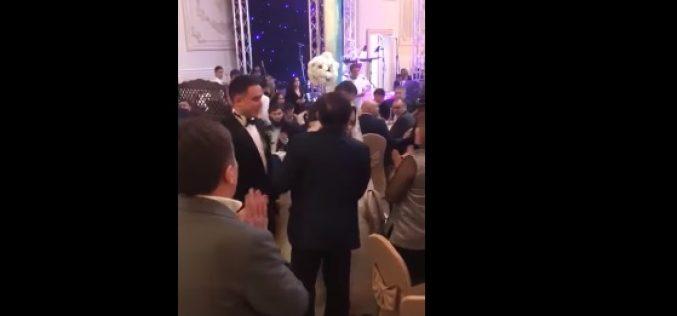 Болат Назарбаев жас жұбайлардың тойына болып, жастарға Infiniti көлігін сыйлады (видео)