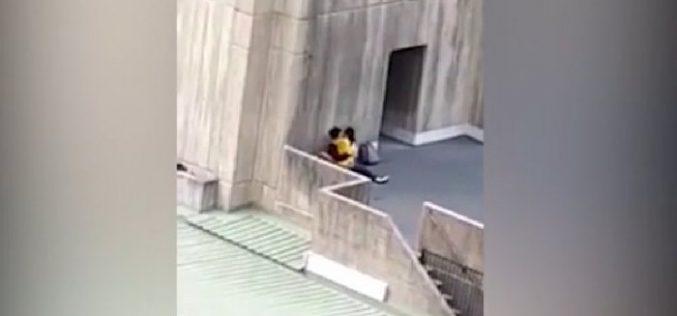 Университет маңында жыныстық қатынасқа түскен студенттер видеоға түсіп қалды
