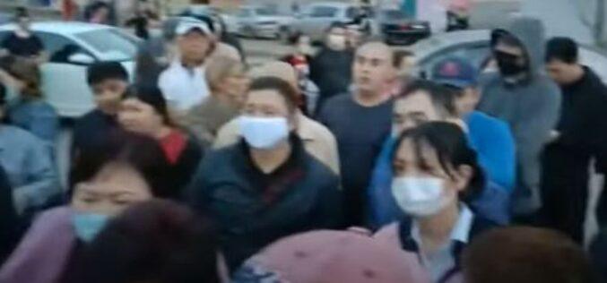 Елорда іргесінде халық наразылық танытып, көшеге шықты (видео)